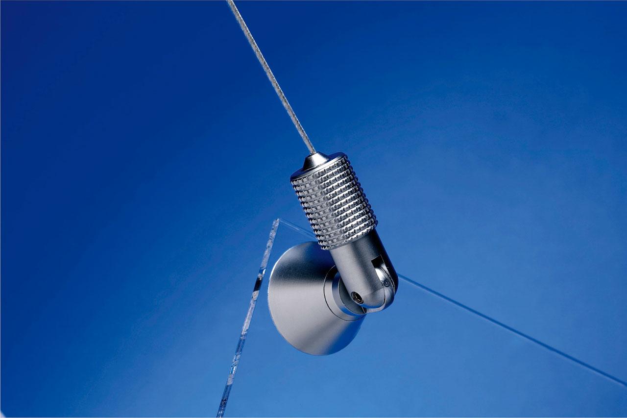 Fleksibelt takfeste for wire